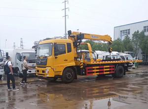 江苏客户来厂自提东风天锦带6.3吨吊机一拖二清障车一台。图片