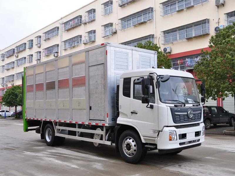 东风天锦畜禽运输车(拉猪车)