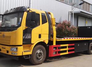 客户实拍工作视频,解放J6大平板一拖二清障车,大柴240马力,8吨上装,10吨后拖臂。图片