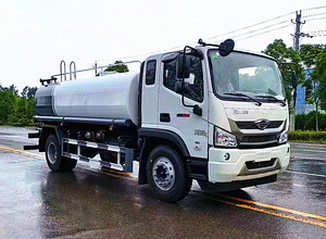 福田瑞沃12吨洒水车工作表演视频图片