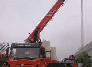 三环昊龙后八轮随车吊,上装三一帕尔菲格12吨五节臂吊机,客户正在试吊中!图片