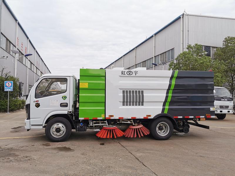 北京刘总亲自来厂检验 5吨扫路车 现场工作效果