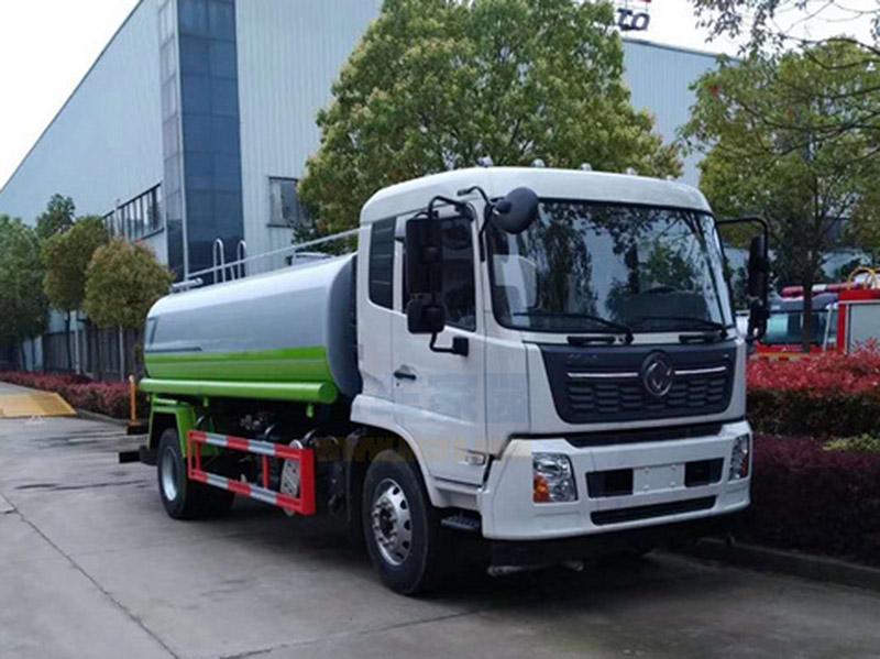 北京12吨洒水车东风天锦和多利卡D9选哪个好