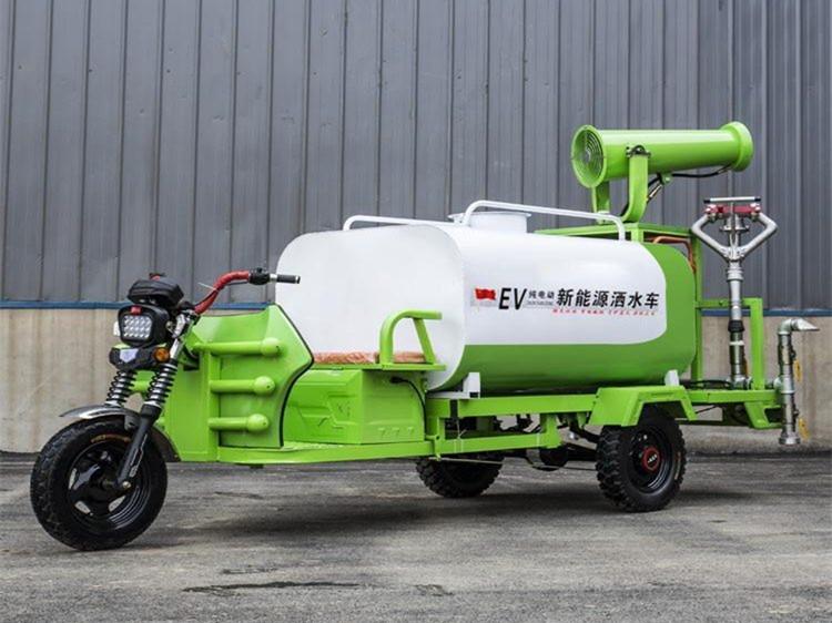 1吨电动三轮洒水车