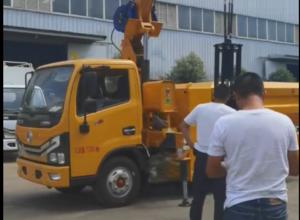 宏宇市政清淤车客户现车试车图片