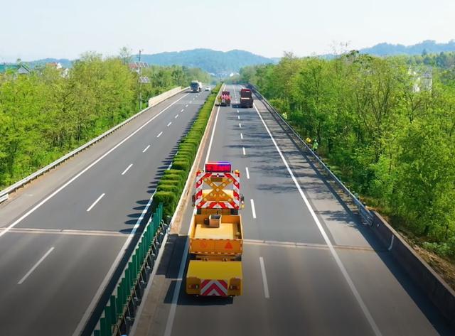 浙江高速公路预警防撞缓冲车正式投入使用